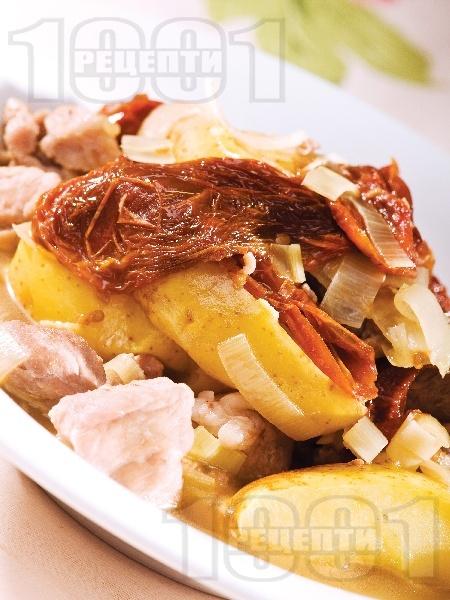 Бърза яхния от пилешко месо от бут с пресни картофи и пащърнак в тенджера под налягане - снимка на рецептата